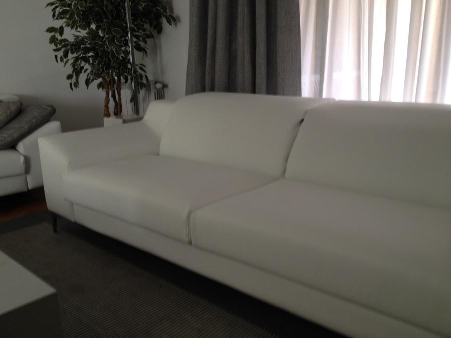 Foto sof moderno de g g la tapisserie 652001 habitissimo for Sofas modernos sevilla