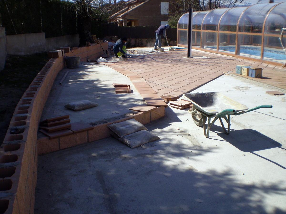 Foto solados exteriores de piscinas y construcciones for Solados para piscinas