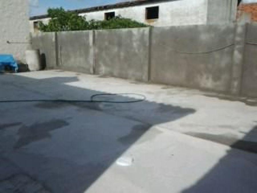 Foto solera de hormig n y enfoscado de cemento en pared for Solera de hormigon precio