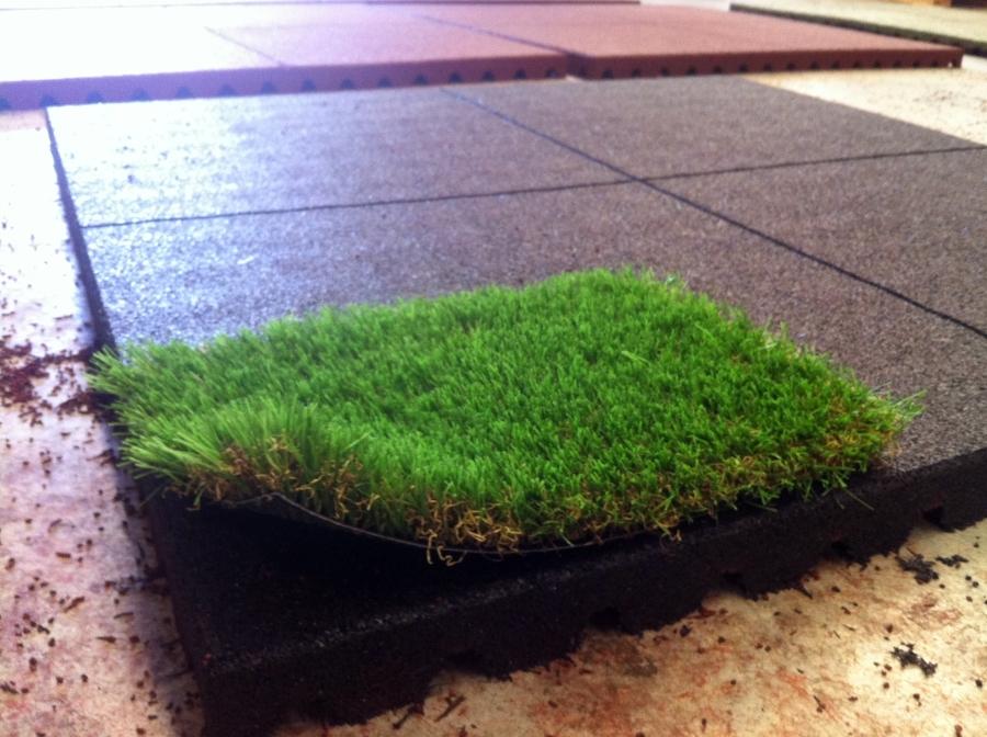 Foto suelo de caucho cesped artificial de dr play - Suelo hierba artificial ...