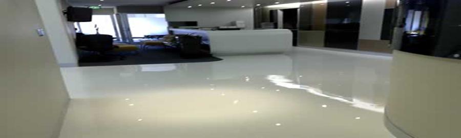 Baño Microcemento Blanco:Foto: Suelo de Microcemento Blanco Brillo de Cemendecor #672635