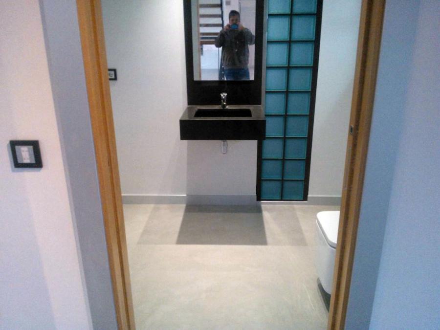 Foto suelo de segundo ba o microcemento de microdeco - Suelo para bano ...