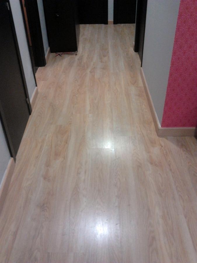 Foto suelo de tarima flotante de multiservicios manchego for Suelos laminados valladolid