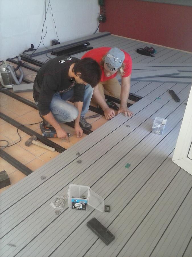 Foto suelo exterior en composite de carpinteria hnos for Suelo composite exterior