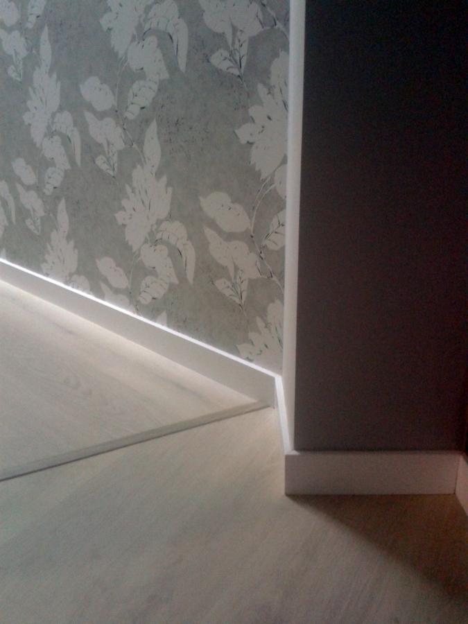Foto suelo laminado de parquet neymar 370465 habitissimo for Suelo laminado sevilla