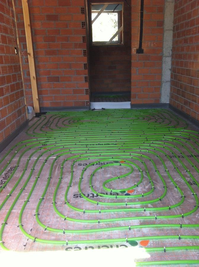 Foto suelo radiante de energanova soluciones s l for Presupuesto suelo radiante