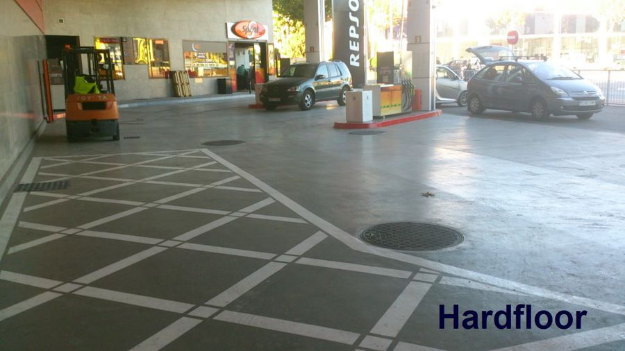 suelo resina epoxi de 5mm en gasolinera
