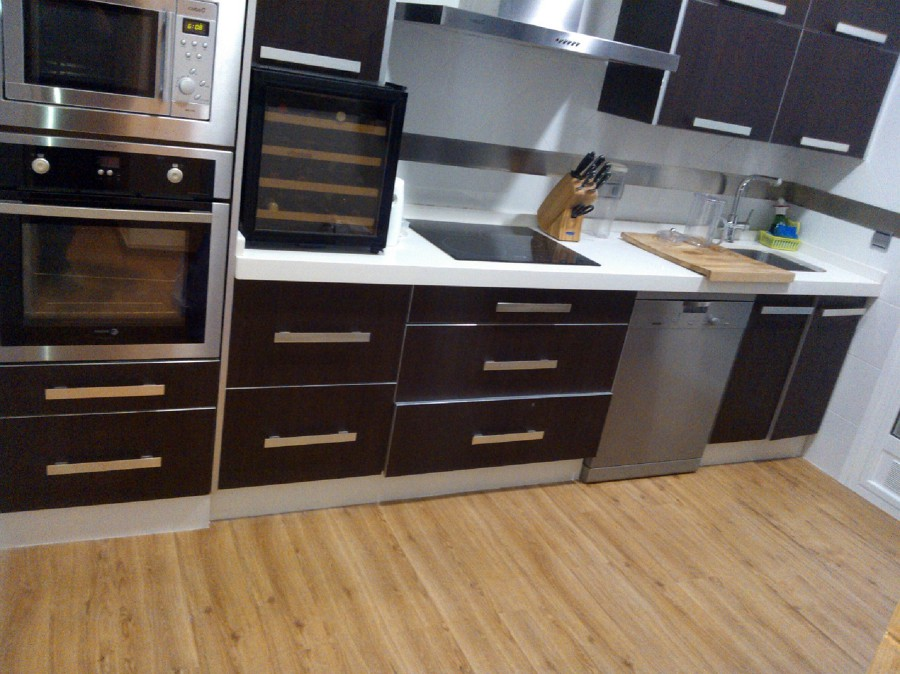 foto suelo vinilico en cocina de reformas en general