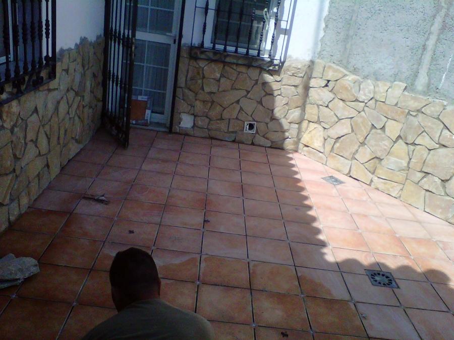 suelo y piedra en terraza