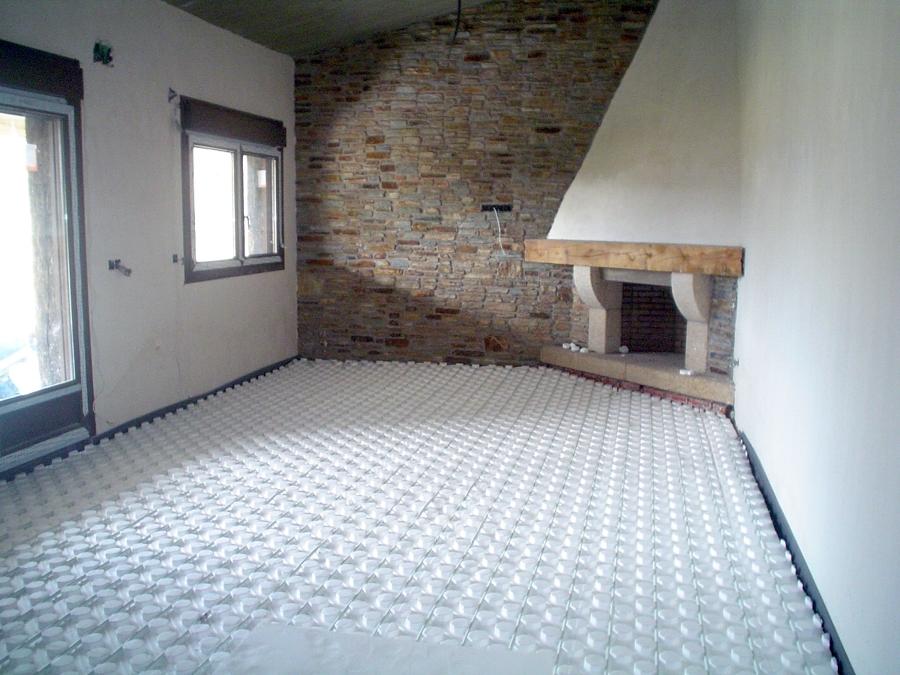 Suelo radiante y chimenea en una casa de 180m2