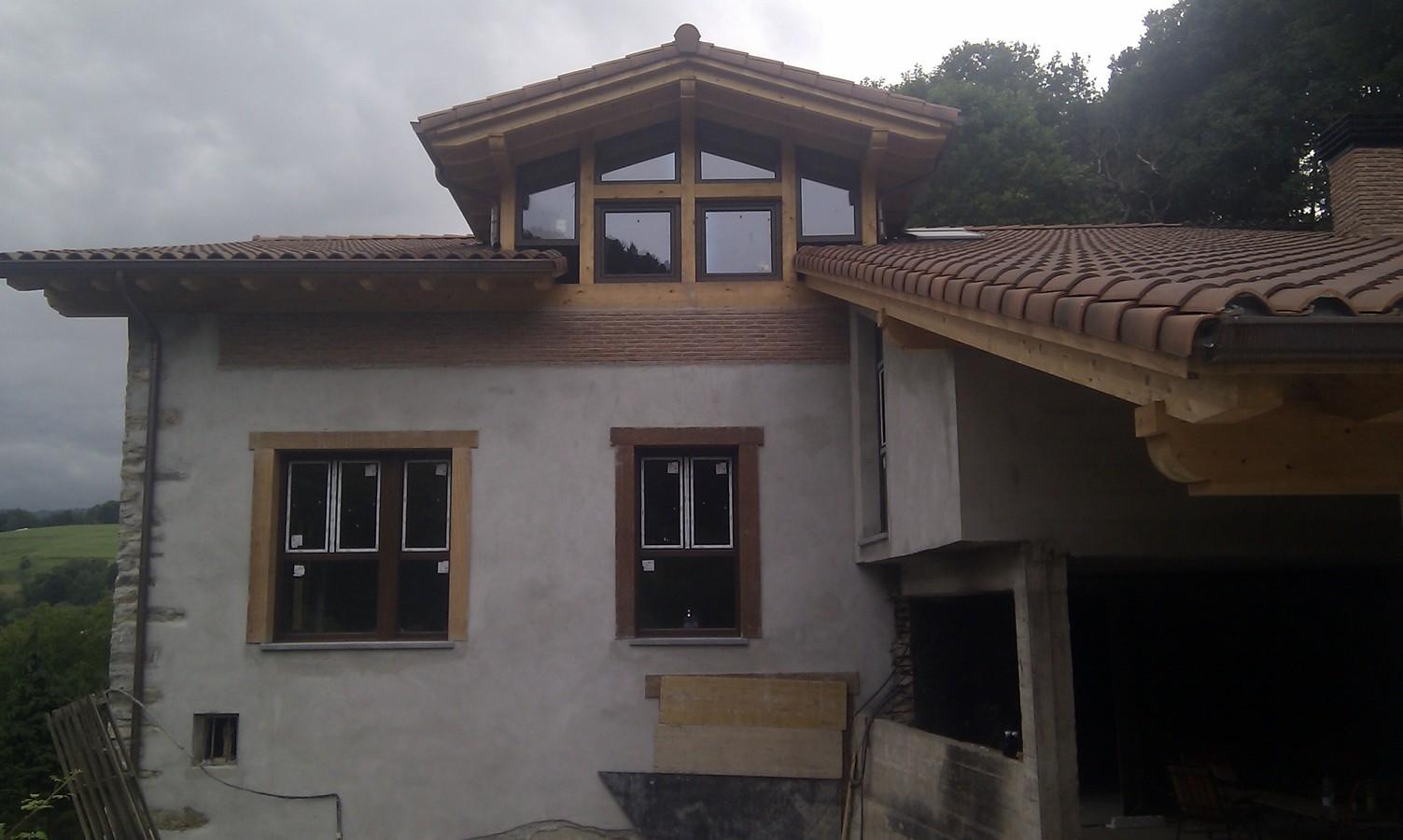 Suministro y colocacion de carpinteria de PVC en color madera