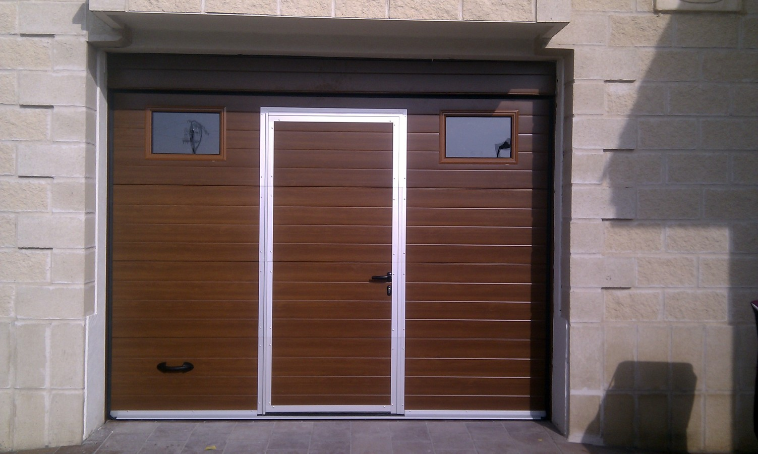 foto sustitucion de puerta enrollable de cochera por
