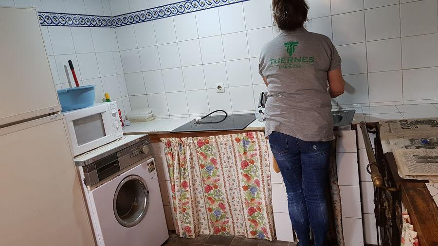 LIMPIEZA DE CASA RURAL PARA VENTA