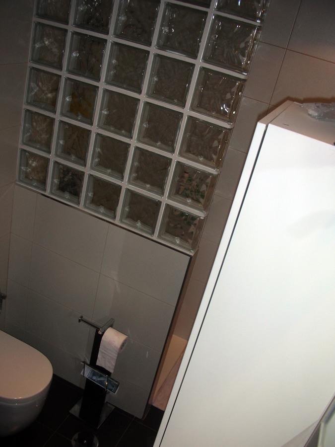 Foto tabique de paves dividiendo area de ducha con el - Tabiques de paves ...