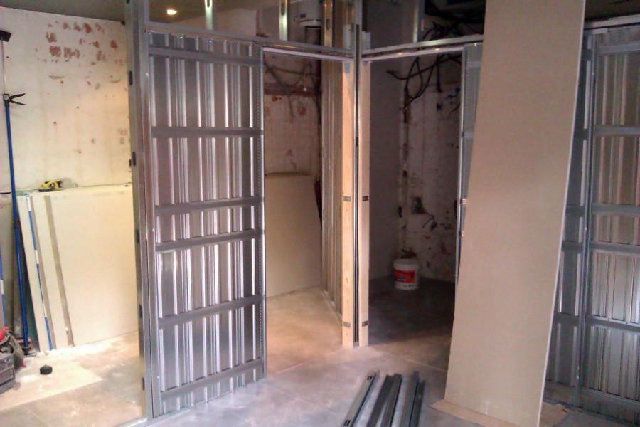 Foto tabiques con armazon para puertas correderas de for Armazon puerta corredera