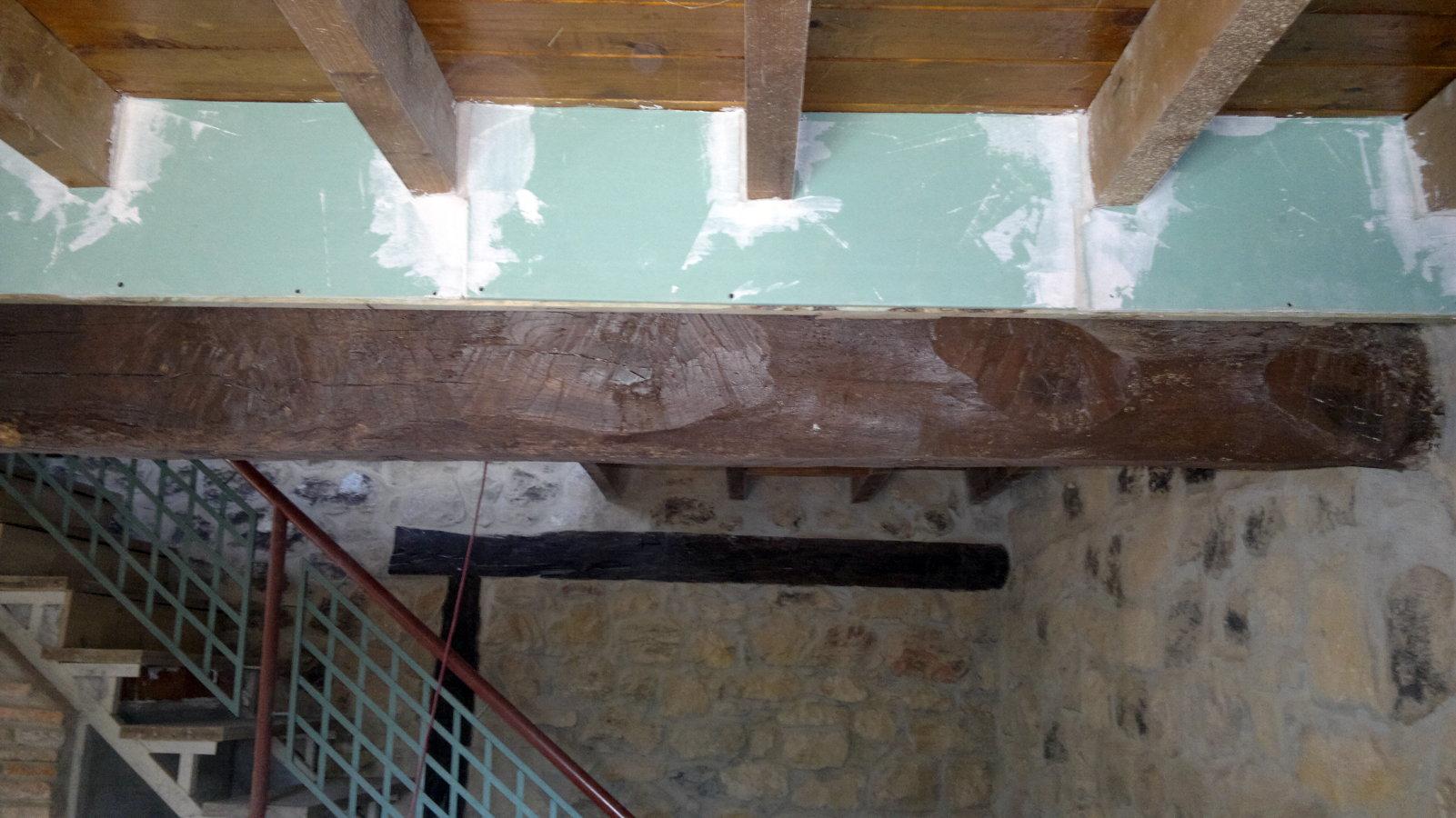 Foto tapar vigas de madera con pladur de busti valper - Vigas de madera en valencia ...