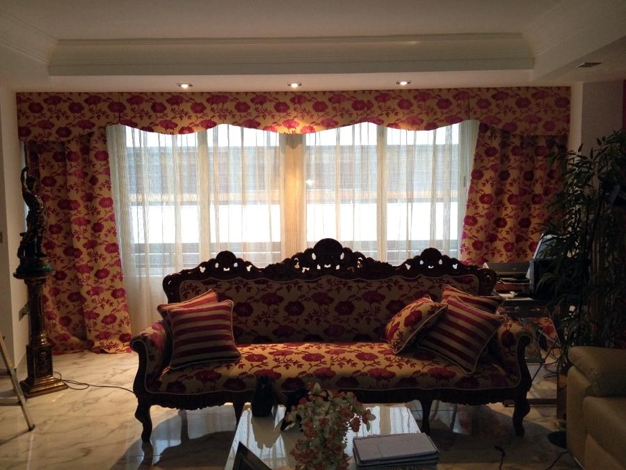 tapizado de sillón y cortinas