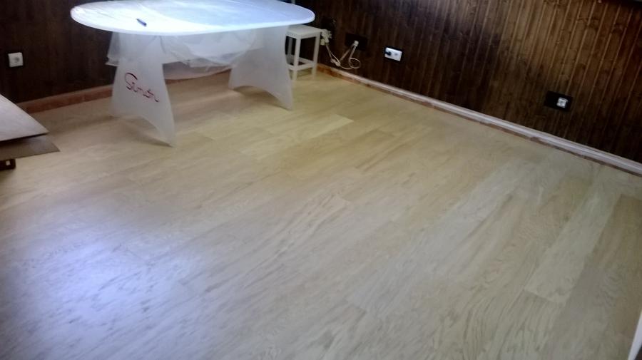Foto tarima de chapa natural de roble y friso madera for Tarima roble natural