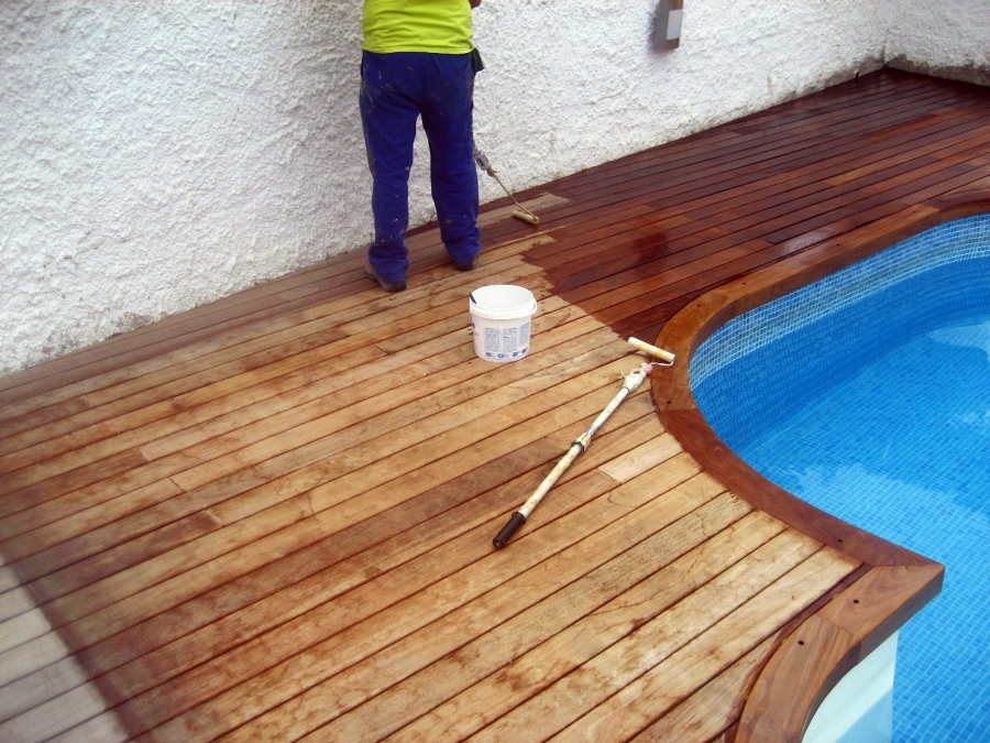 Foto tarima de piscina de teka de pintures riudecolors s - Tarima para piscinas ...