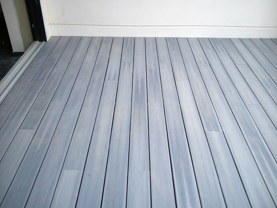 Foto tarima exterior gris de decoparquet styl valencia s - Tarima gris ...