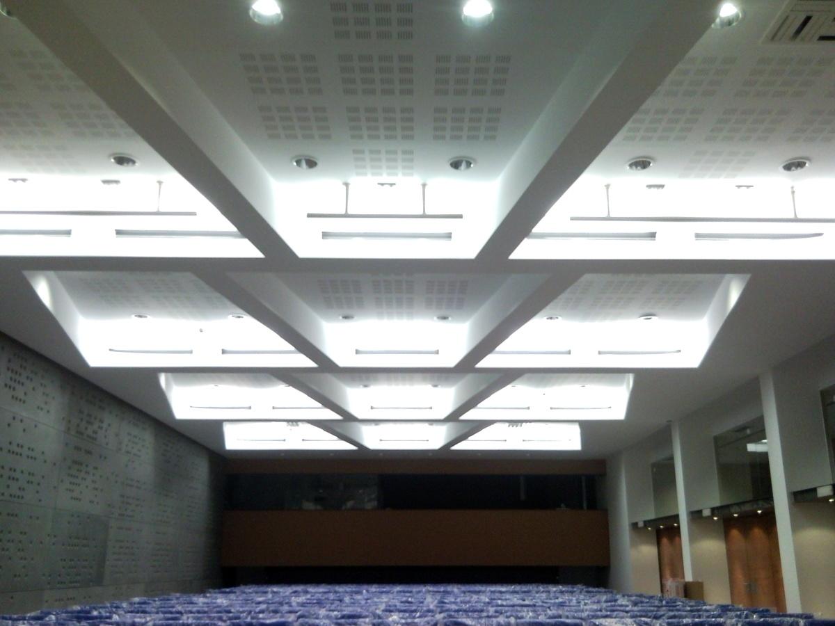 techo combinado entre fon y liso realizado en un treatro