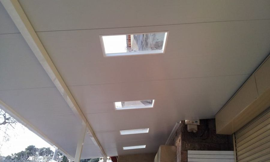 Foto techo con tragaluz de jm carpinteria metalica for Cortina para claraboya de techo