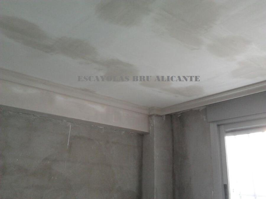 Foto techo de escayola lisa y moldura de media ca a en - Precio moldura escayola techo ...