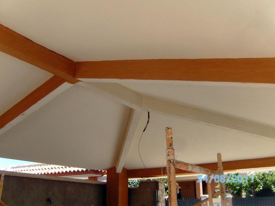 Techo de garaje imitación vigas de madera