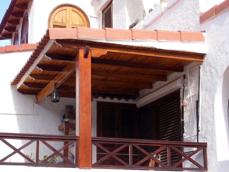 Foto techo machimbrado con tejas de piedramole for Techos de teja para terrazas
