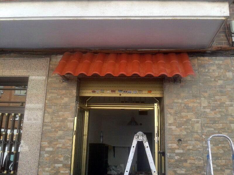 Foto tejadillo fruter a leganes de reparaexpress 323388 habitissimo - Tejadillo para puerta ...