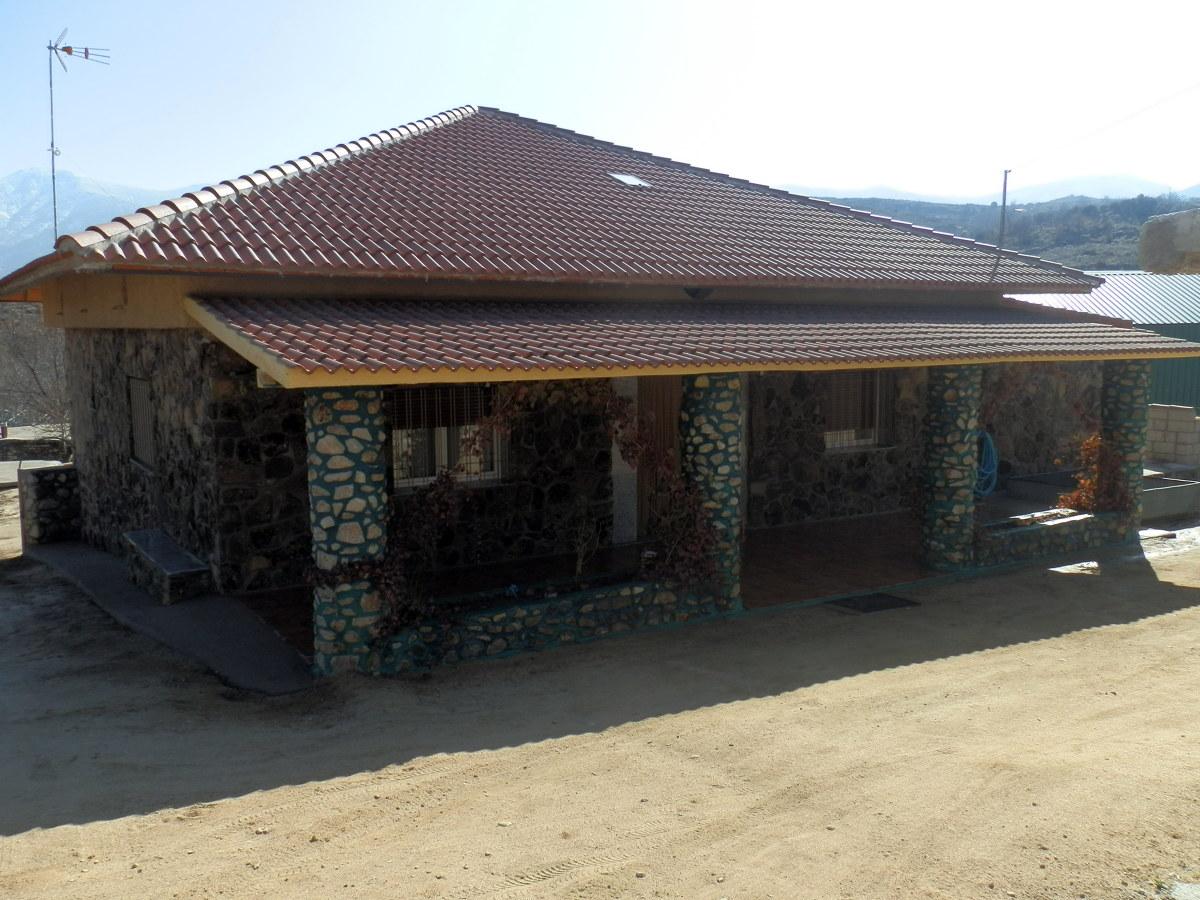 Foto tejado a cuatro aguas de pinar gredos servicios for Tejados de madera a cuatro aguas