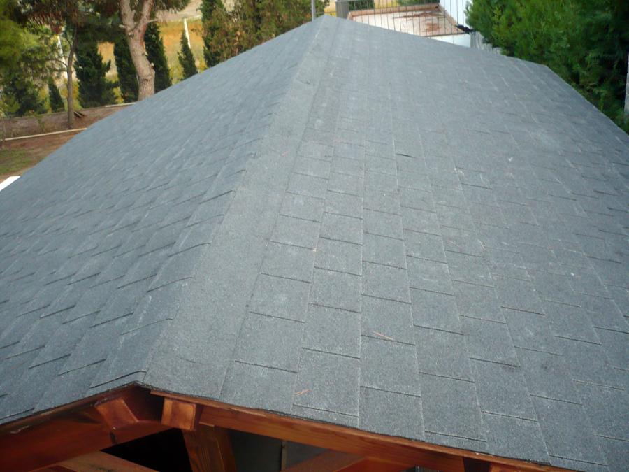 Foto tejado caseta de madera de paimper 229026 habitissimo for Tejados de madera en vizcaya
