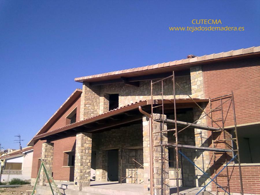 Foto tejado de madera acabado de estructuras de madera for Tejados de madera vizcaya