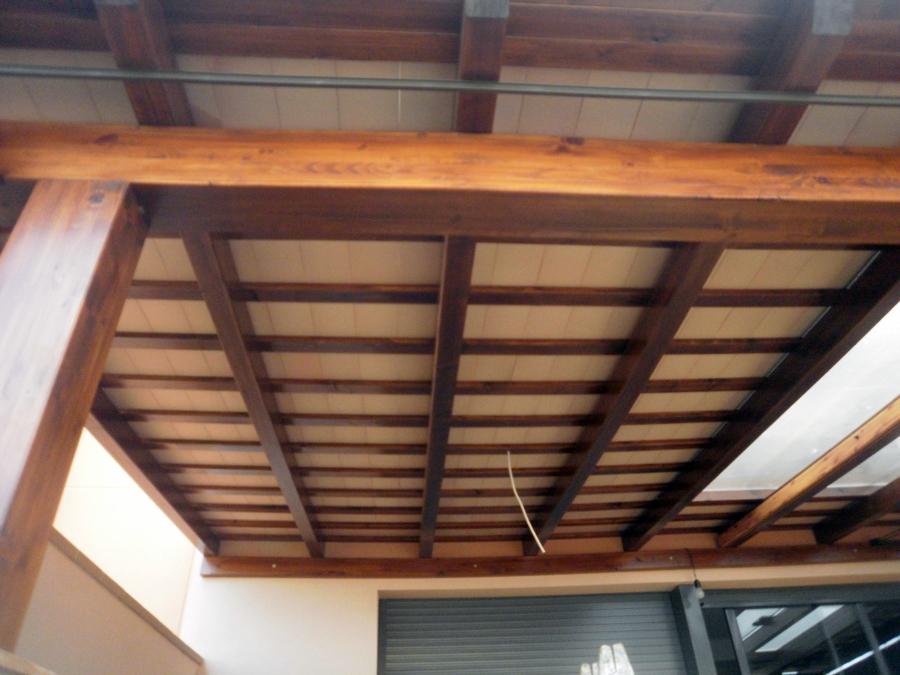 Foto tejado de pergola exterior de reformas y for Tejados de madera para exterior