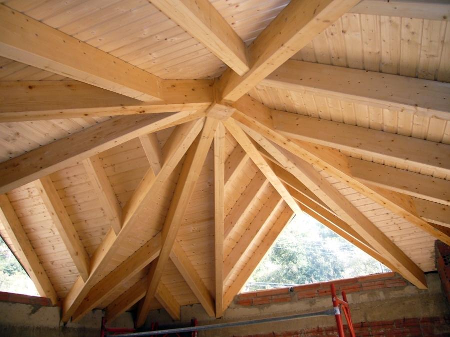 Foto tejado i tabla de frank pak estructuras y tejados for Tejados madera ourense