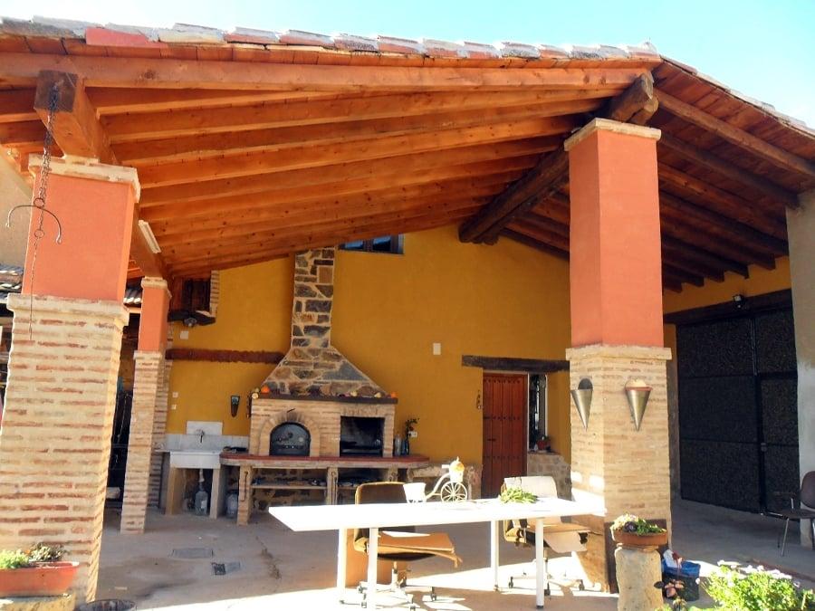 Foto tejado patio exterior horno pereruela mas parrilla for Tejados madera vizcaya