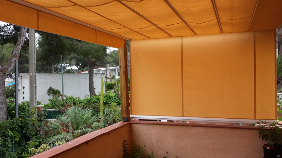 Foto toldo palillero con telon lateral de montol sl for Toldo lateral para terraza