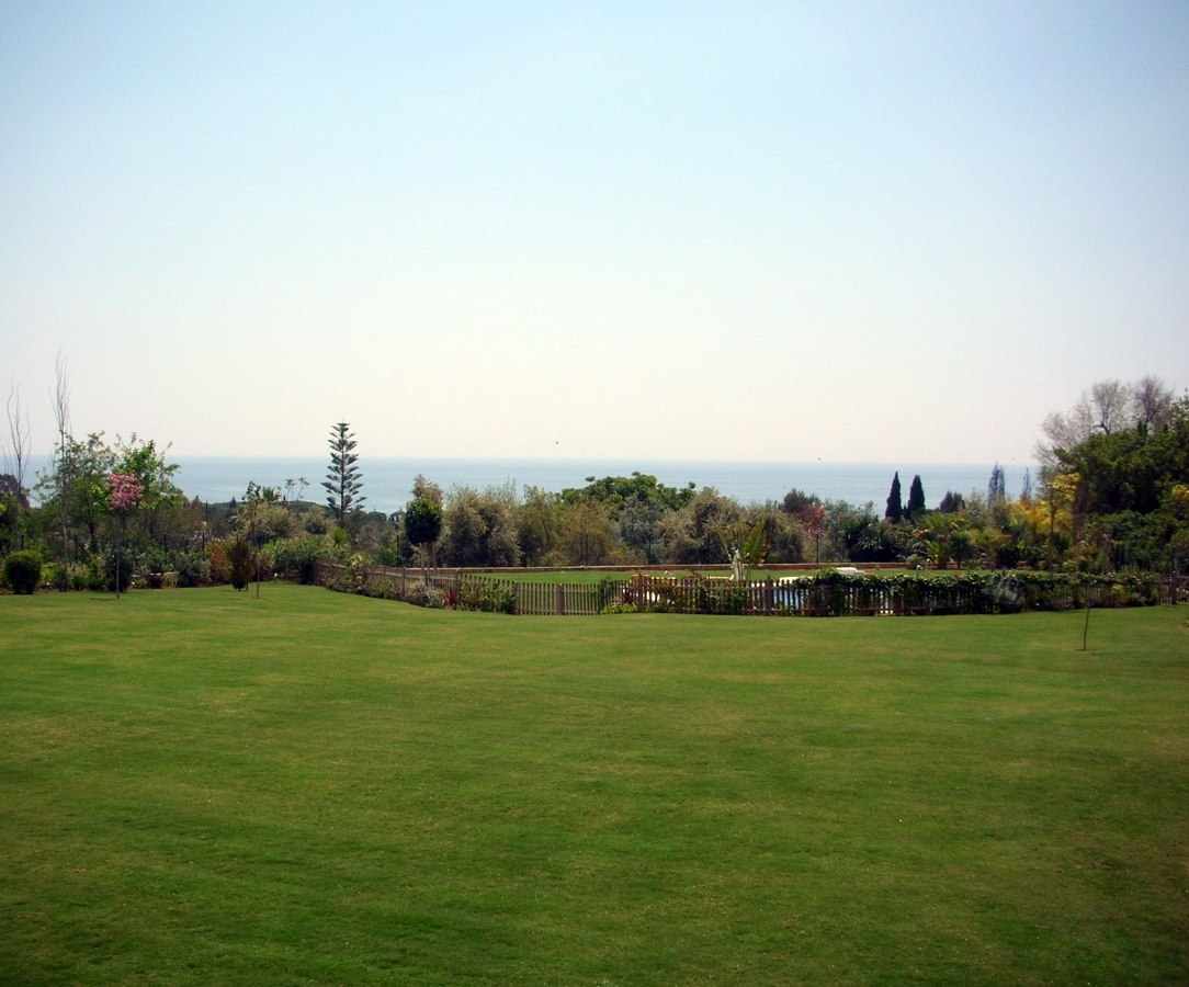 Foto tepes de c sped de array n jardines 389058 for Tepes de cesped baratos