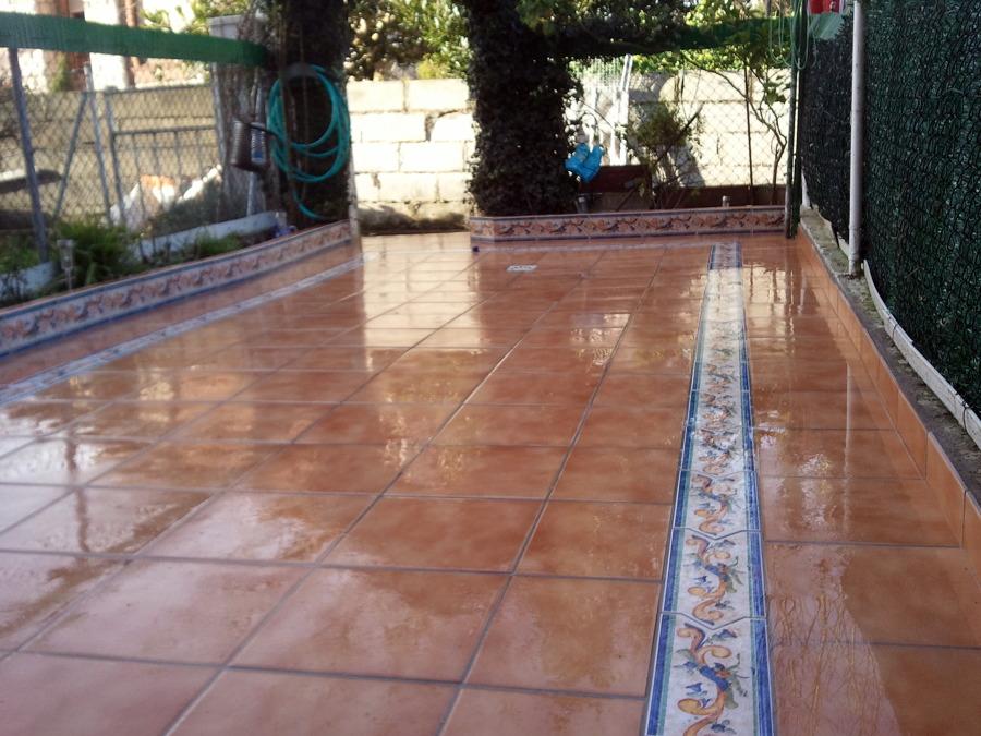 Foto terraza de baldosa de reformas decoraci n y for Baldosas de terraza exterior