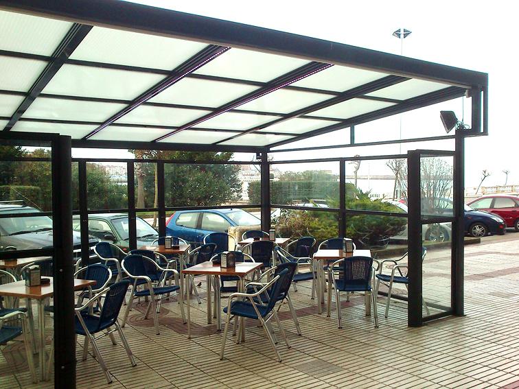 Foto terraza de hosteler a en castrourdiales cantabria for Viviendas sobre terrazas
