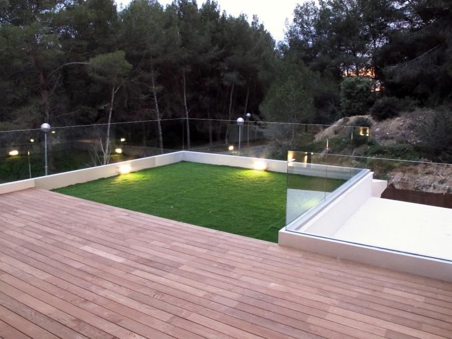 Terraza parquet y césped artificial