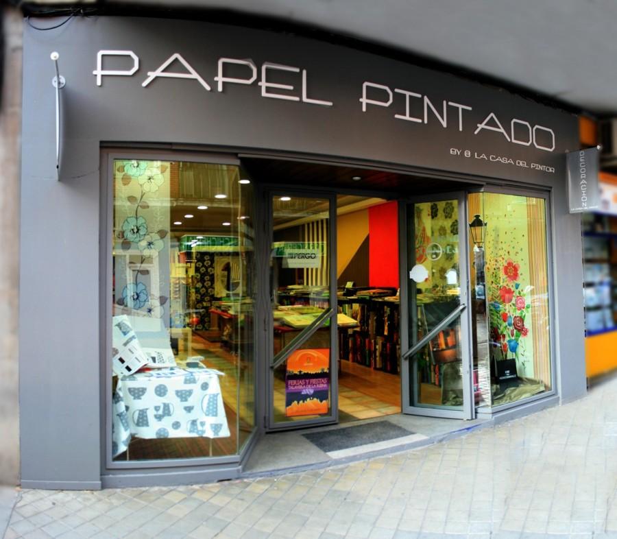 Foto tienda fachada principal de papel pintado by la casa - Papel pintado coruna ...