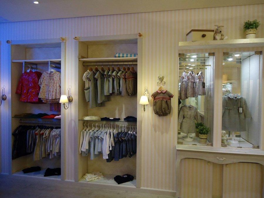 Distribucion y decoracion de tienda decorar tu casa es - Distribucion armario infantil ...