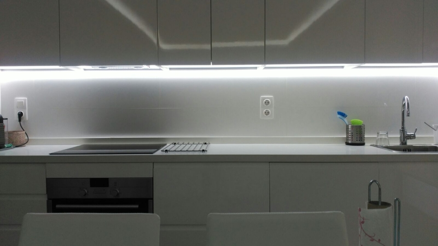 LUZ INDIRECTA LED EN BANCADA