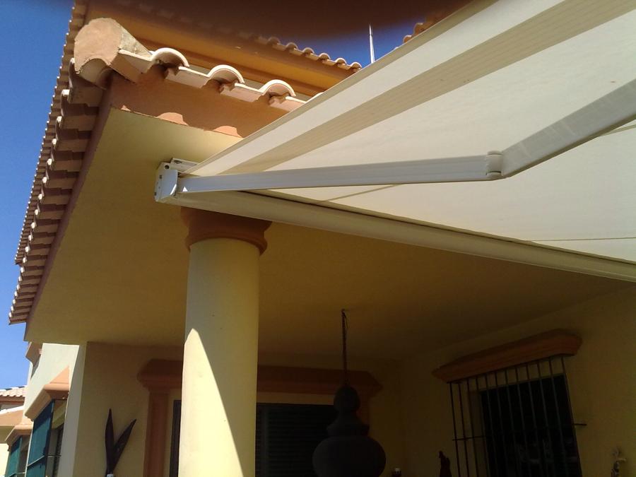 Foto toldo de brazo extensible de toldos ancilo 208903 for Toldo brazo extensible