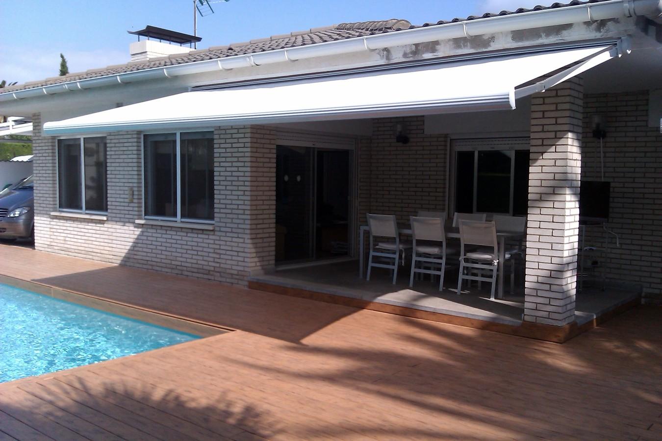 Foto toldo de terraza modelo cofre y motorizado de - Tapiceros valladolid ...