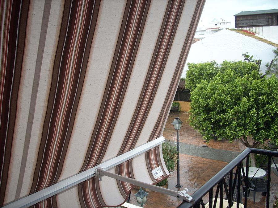 Foto toldo de terraza o balcon de toldos yules 130698 for Piezas para toldos