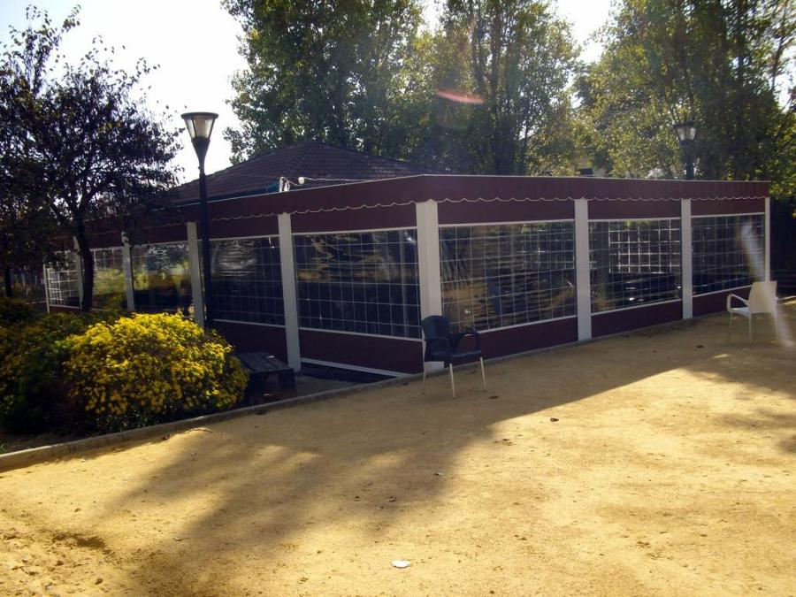 Foto toldo de vela con estructura de aluminio de toldos for Estructura de toldo