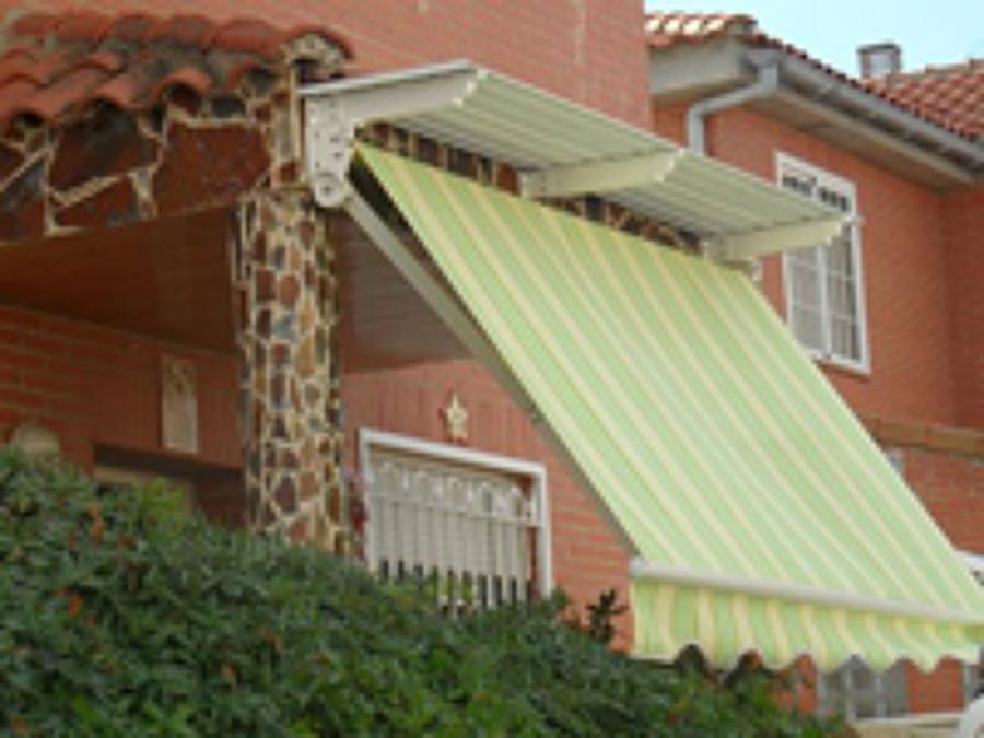 Foto toldo extensible con tejadillo de toldos pazos - Toldos en pontevedra ...