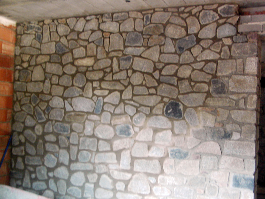 trabajo con piedra llanos del hospital benasque